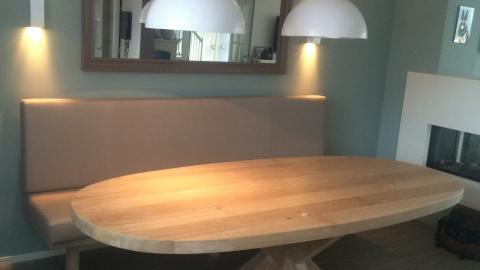 Ovaal ronde tafel