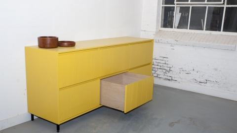 Geel dressoir